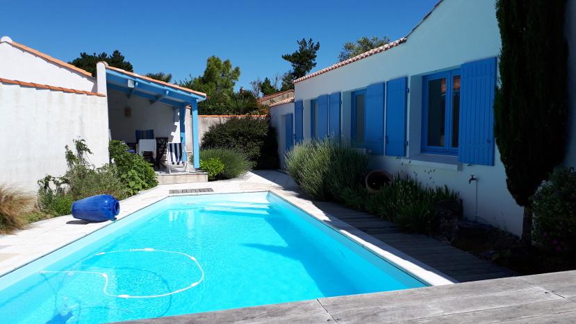 Entre centre et plage, belles prestations pour cette maison avec piscine